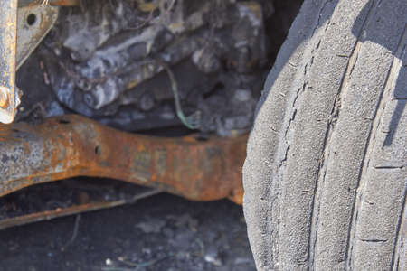 wheels and wheels of a burned-out car in one of the city's districts. Reklamní fotografie