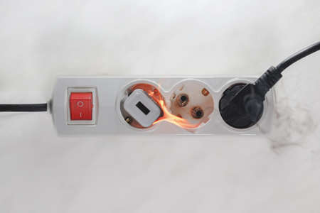 Ignited plug in the power supply board - short circuit of the wiring 免版税图像