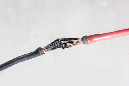 Short circuit of electrical wires sparks molten wires, fire from electrical wiring 免版税图像