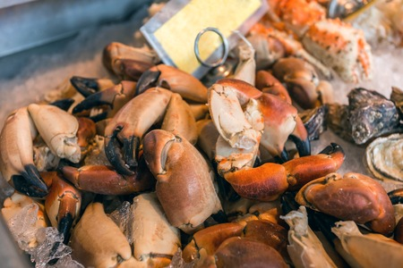 pincers: Crab claws on ice at the Fish Market in Bergen - Norway Stock Photo