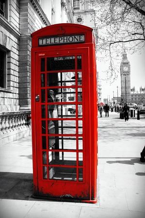 cabina telefono: cabina de teléfono roja en Londres con el Big Ben, el Negro y el fondo blanco
