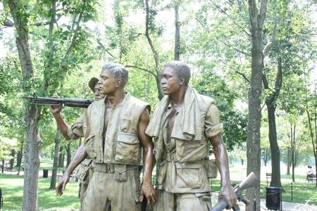 Waszyngton DC, USA, lipca 22,2010 przyczyniał trzech żołnierzy, Vietnam Veterans Memorial