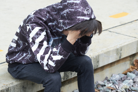 Teenager sitting bend down the head. He feel frustrated and major depression. Banque d'images
