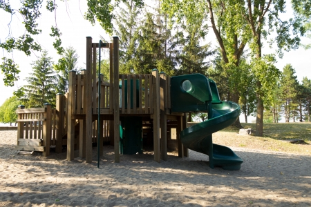 jungle gym: A jungle gym typically found in schoolyards and playgrounds