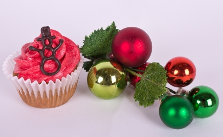 Christmas tree ornament and cupcake with snowman Imagens