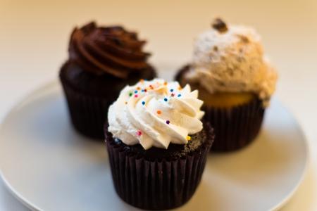 Gruppe von Schokolade Cupcakes