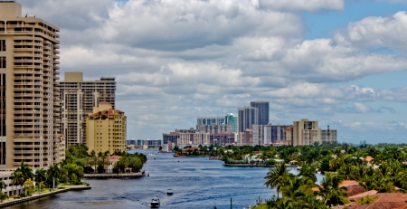 ft lauderdale: The Intercoastal waterway in Miami, Florida.