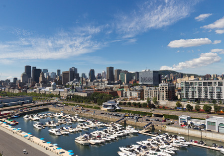 Skyline view of the downtown and the marina in Montreal, Canada Редакционное