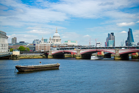 blackfriars bridge: Blackfriars bridge spanning the River Thames in London, UK