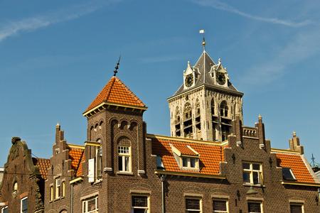 네덜란드의 유서 깊은 건물의 옥상 건축 세부 정보