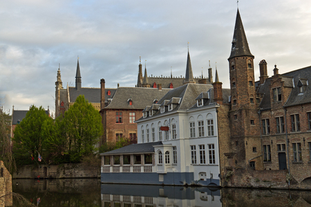 View from Rozenhoedkaai in Bruges 版權商用圖片 - 46409429