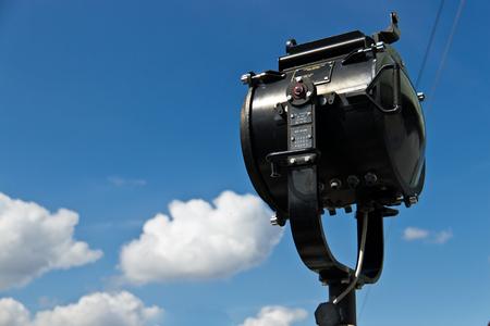 Una lámpara de señal es un dispositivo de señalización visual para la comunicación óptica (típicamente usando el código Morse). Foto de archivo - 46306323
