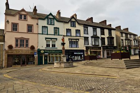 목가적 인 마을 Conwy, 웨일즈의 전형적인 거리 장면.