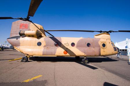 chinook: MARRAKECH, Marocco - 30 gennaio: MAROCCHINI CH-47 CHINOOK a Marrakech Air Expo 30 gennaio 2010 a Marrakech, Marocco.  Editoriali