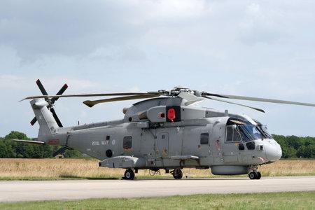 merlin: VOLKEL, Holanda - el 20 de junio: Helic�ptero de la RAF Merlin en pantalla. Jornadas de fuerza a�rea de los Pa�ses Bajos real en Volkel, Pa�ses Bajos, el 20 de junio de 2009.