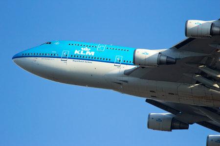 AMSTERDAM - JAN 16: KLM Koninklijke Nederlandse Airlines Boeing 747 opstijgen van de luchthaven Schiphol op 16 januari 2012, Amsterdam, Nederland. KLM is de vlag luchtvaartmaatschappij van Nederland. Het is wereldwijd actief.
