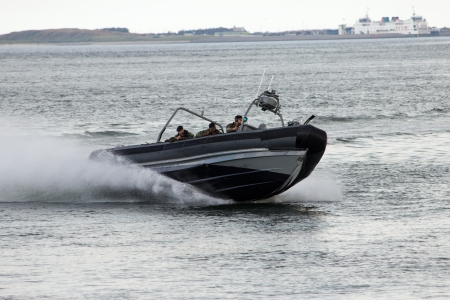 den: DEN HELDER, THE NETHERLANDS - JULY 7: Dutch Marines in a speedboat during an assault demo at the Dutch Navy Days on July 7, 2012 in Den Helder, The Netherlands