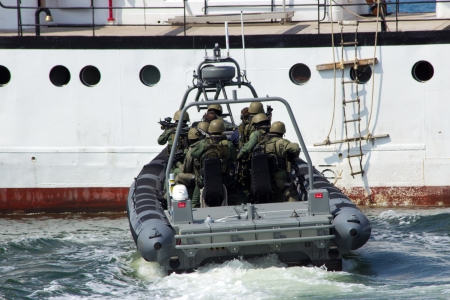 anti piracy: DEN HELDER, THE NETHERLANDS - JULY 7: Dutch Marines about to enter a ship during an anti piracy demonstrion at the Dutch Navy Days on July 7, 2012 in Den Helder, The Netherlands  Editorial