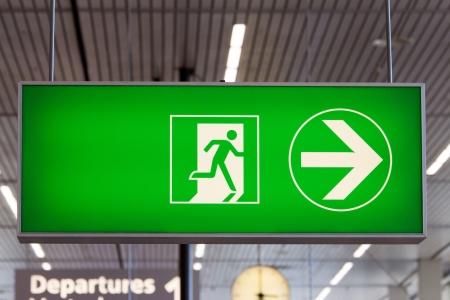 evacuacion: Señal de salida de aeropuerto