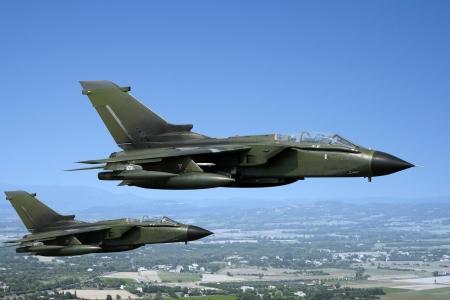 Twee groene straaljagers