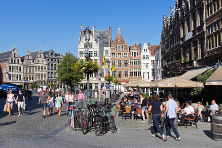 belgie: ANTWERP - JULY 9: People on the Grote-Markt in the historical centre on July 9, 2013 in Antwerp, Belgium. Antwerp is the second biggest city in Belgium with population of 512,000.  Editorial