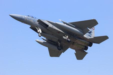 レーワールデン、オランダ - 2015 年 4 月 15 日: 米空軍 f-15 イーグル フリジア語フラグ運動中に着陸します。運動は今年の最も重要な NATO のトレーニ 報道画像