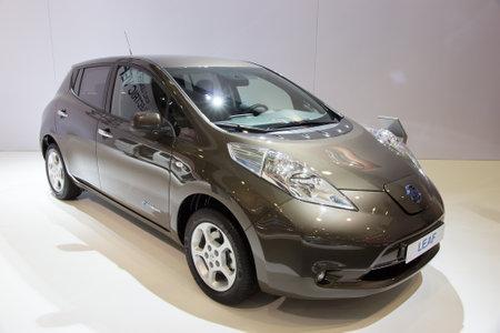 nissan: BRUSSELS - JAN 12, 2016: Nissan Leaf on display at the Brussels Motor Show.