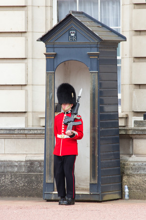 queens: LONDON - JUL 1, 2015: Queens Guard in front of the Buckingham Palace. Editorial