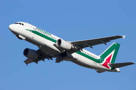 ei: AMSTERDAM-SCHIPHOL - FEB 16, 2016: Alitalia Airbus A320 take-off from Schiphol airport. Editorial