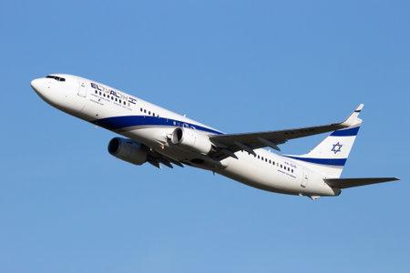 boeing: AMSTERDAM-SCHIPHOL - FEB 16, 2016: El Al Israel Airlines Boeing 737 take-off from SChiphol airport