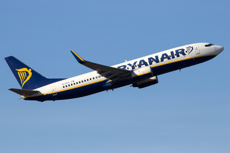 ei: AMSTERDAM-SCHIPHOL - FEB 16, 2016: Ryanair Boeing 737 take-off from Schiphol-airport