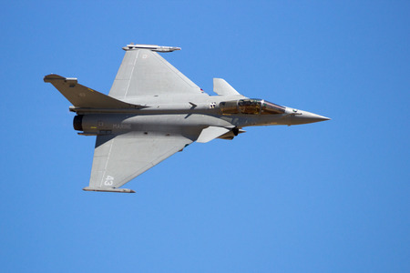 ZARAGOZA, ESPAGNE - 20 MAI 20: Dassault de la Marine française Rafale, avion de combat sur un ciel bleu Éditoriale