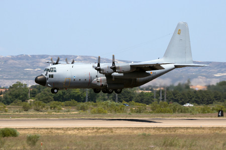 ZARAGOZA, SPAIN - MAY 20,2016: Spanish Air Force C-130 Hercules transport plane landing on the runway of it's homebase. 報道画像