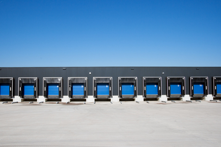 carga: Vista frontal de muelles de carga