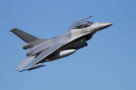 fighter jet: Fighter jet flyby