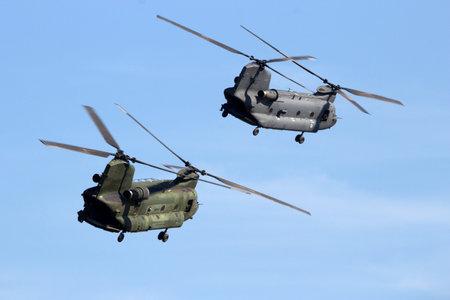 防衛: GILZE-RIJEN, THE NETHERLANDS - SEP 7, 2016: Royal Netherlands Air Force CH-47 Chinook transport helicopters.