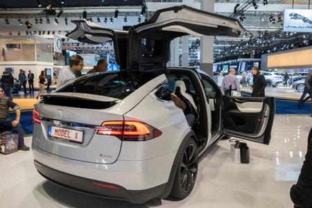 BRUXELLES - 19 janvier 2017: Tesla Model X voiture électrique exposée au Salon automobile de Bruxelles.