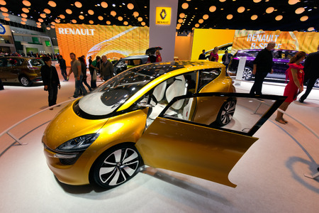 R: FRANKFURT, GERMANY - SEP 13: Renault R-Space at the IAA motor show on Sep 13, 2013 in Frankfurt. More than 1.000 exhibitors from 35 countries are present at the worlds largest motor show.