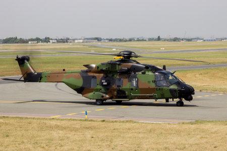 Paris, France - 22 juin 2017: Hélicoptère de l'armée française NHIndustries NH90-TTH Caïman au salon du Bourget 2017 Banque d'images - 81826258