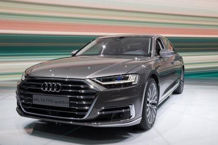 FRANKFURT, DUITSLAND - 13 SEP, 2017: Nieuwe 2018 Audi A8 L Quattro-auto bij de de IAA Motor toont 2017 van Frankfurt. Redactioneel