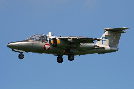 フォルケル, オランダ-6 月 18, 2009: オーストリア空軍サーブ105フォルケル航空基地のトレーナージェット着陸. 報道画像