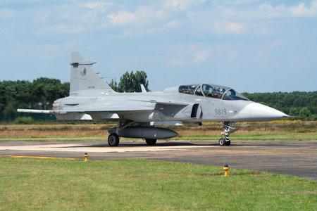 クライネ BROGEL (ベルギー)-7 月17日: チェコ空軍サーブ JAS39 グリペン光シングルエンジン多機能戦闘機がクライネ・ Brogel 空軍基地に着陸した