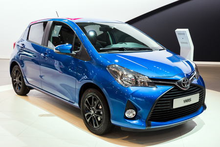 BRUSSELS - JAN 12, 2016: Toyota Yaris car showcased at the Brussels Motor Show. Banco de Imagens - 90288520