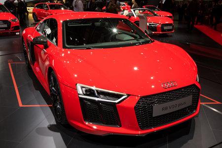 GENÈVE, ZWITSERLAND - MAART 7, 2017: Audi R8 V10 plus sportwagen die bij de 87ste Internationale de Motorshow van Genève wordt voorgesteld. Redactioneel