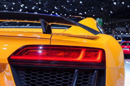 GENÈVE, ZWITSERLAND - MAART 4, 2015: Achterlicht van Nieuwe Audi R8 bij de 85ste Internationale de Motorshow van Genève in Palexpo, Genève Redactioneel