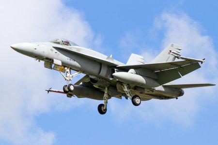 LEEUWARDEN, NETHERLANDS - APR 8, 2016: Finnish Air Force F-18 Hornet fighter jet landing during the exercise Frisian Flag. Redactioneel