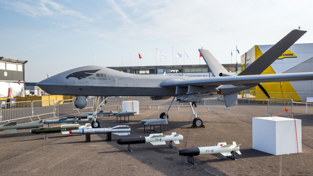 PARIS, FRANCE - JUN 22, 2017: Chinese Chengdu Aircraft Industry Group (CAIG) Wing Loong II  military UAV drone showcased at the Paris Air Show 2017. 免版税图像 - 102535640