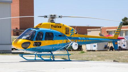 Saragosse, Espagne - 20 mai 2016: Trafico - Ministerio del Interior Eurocopter AS-355NP Ecureuil 2 hélicoptère de trafic sur le tarmac de la base aérienne de Saragosse. Éditoriale