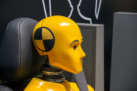 Yellow crash test dummy in a car seat. 版權商用圖片