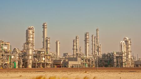 Ölraffinerie-Kraftwerksanlage Standard-Bild